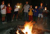 Lagerfeuer im Zeltlager (Tourist-Information Diemelsee)